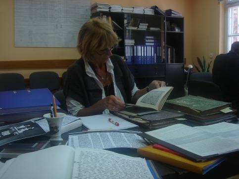 Im Rahmen einer Studienfahrt mit Jugendlichen nach Auschwitz und Krakau arbeitet Anne Gnadt im Archiv des Vernichtungslagers Auschwitz-Birkenau.