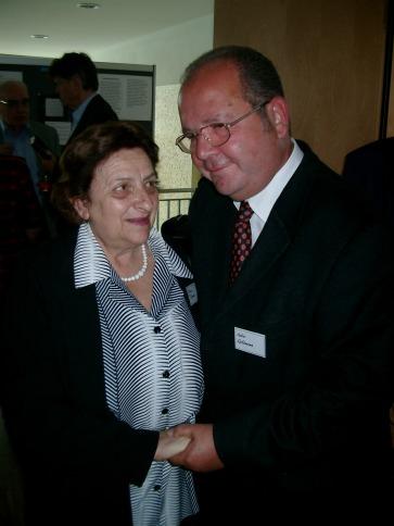 Vera Dotan, Überlebende der KZ-Außenstelle Walldorf, und Gabor Goldman, Sohn von Margit Horváth, wohnten der Stiftungsgründung bei.