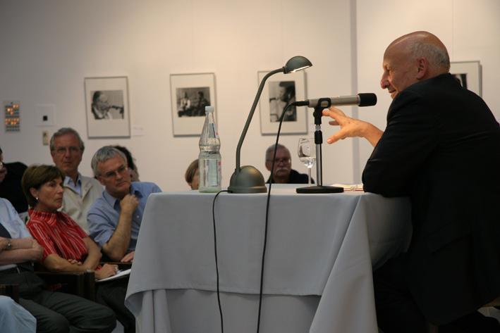 Diskussions- und Vortragsabend mit dem israelischen Psychologen Dan Bar-On 2006 in Wiesbaden im Hessischen Ministerium für Wissenschaft und Kunst