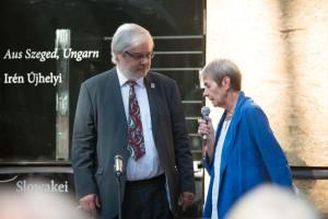 Heinz-Peter Becker, Bürgermeister der Stadt Mörfelden-Walldorf, im Gespräch mit Ulrike Holler, Moderatorin stellverretende Kuratoriumsvositzende der MH-Stiftung.