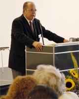 Gábor Goldman, Sohn von Margit Horváth, während seiner Ansprache.