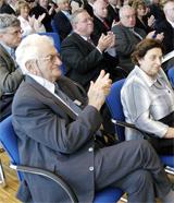 Vera Dotan (r.), Überlebende der KZ Außenstelle Walldorf, mit Ehemann Miki Dotan (l.).