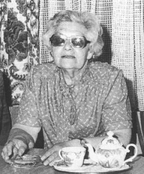 Zsuzsanna F. bei ihrem Besuch in Mörfelden-Walldorf 1980.