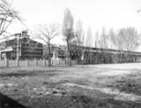"""200 - 300 Arbeiterinnen, mit denen Klára M. in Csepel zusammen in der Fabrik gearbeitet hat, waren später mit ihr in Auschwitz und dann auch im Lager Walldorf. Aufnahme der ehemaligen Fabrik """"Manfred Weiss"""". Csepel, Budapest, 1999."""