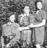 Die Erzählerin Elvira mit ihren beiden Schwestern Margit (li.) und Betty (re.) Aufnahme von 1942.