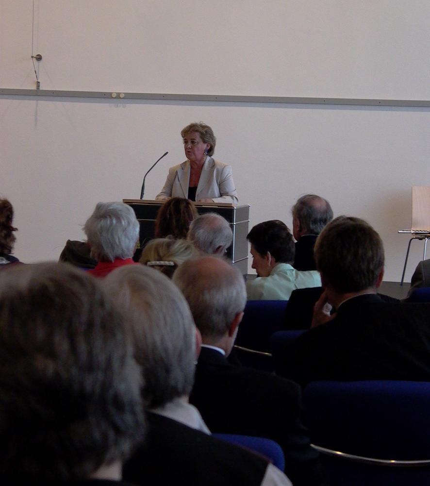 Magda Kertesz verlas die Grußworte ihres Mannes bei der Stiftungsgründung.