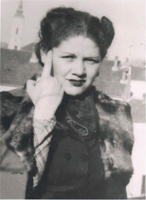 Margit Horváth als junge Frau.